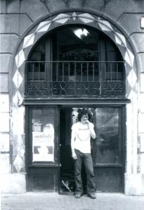 En la puerta de la antigua librería (2)